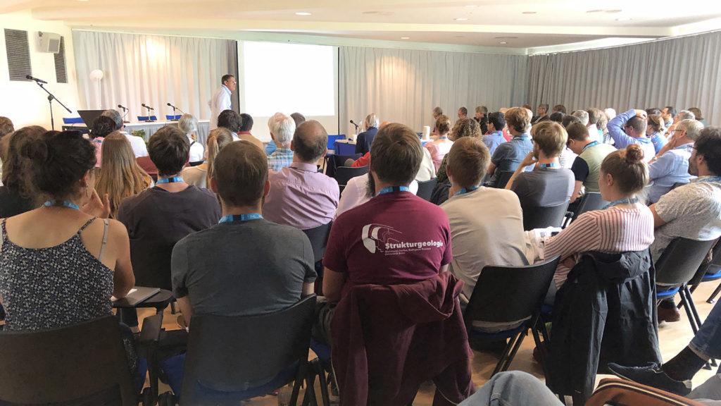 Conférence à l'assemblée de géologie alpine