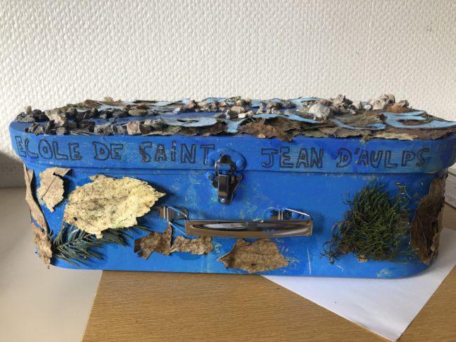 Photo du carnet de voyage réalisé sous forme d'une valise, par les élèves de l'école de Saint Jean d'Aulps