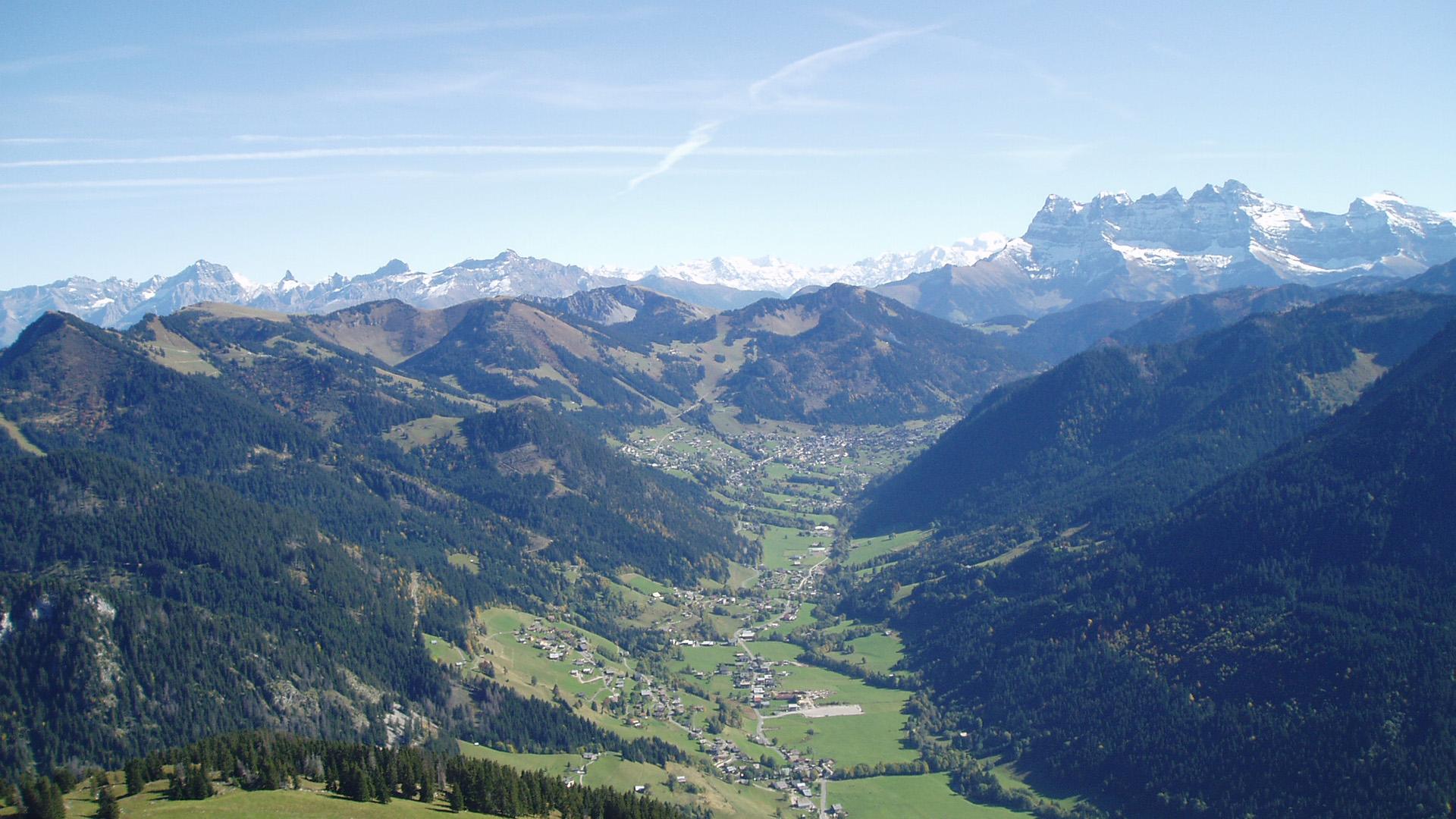 Vue de la vallée d'Abondance jusqu'à Châtel
