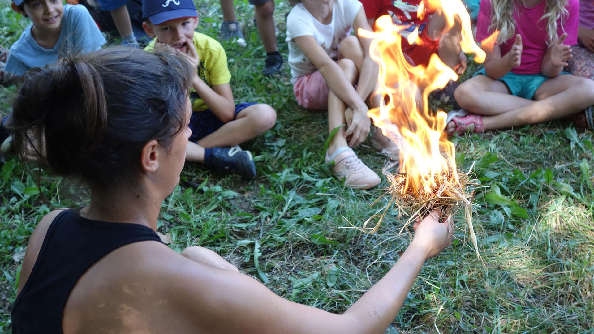 fabrication du feu comme au temps de la préhistoire