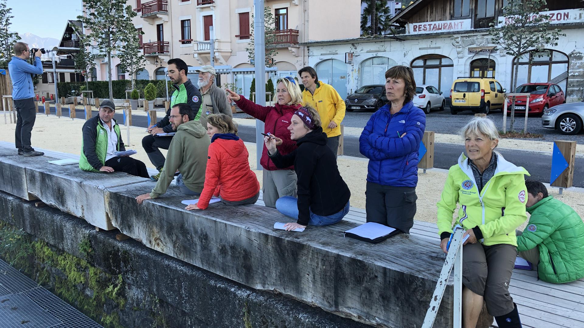 Médiateurs du Géoparc du Chablais lors d'une formation à la lecture de paysage